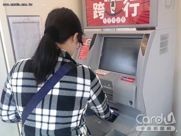 國內ATM遍布超商、超市,數量將近2.9萬台,平均797人就擁有1台,密度堪稱世界第一(圖/卡優新聞網)