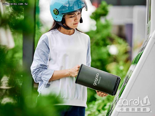 遠傳與Gogoro Network合作推出「雙飽」方案,每月繳付699元就能電動機車騎到飽(圖/遠傳電信 提供)
