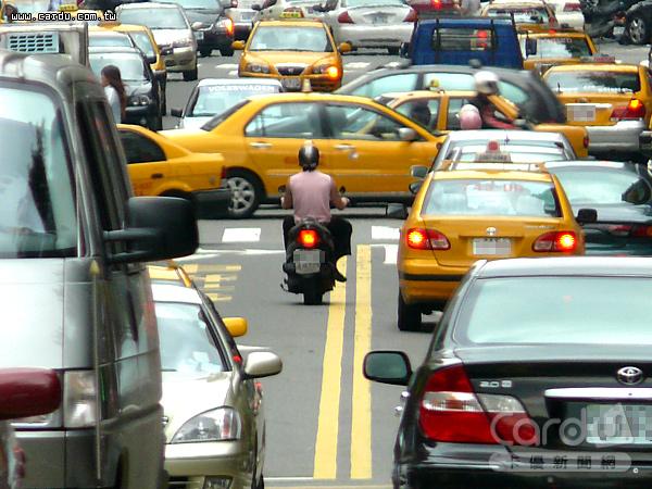 拜智慧型手機、行車紀錄器日益進步之賜,民眾檢舉交通違規經員警認證違規屬實案件已逐年大增(圖/卡優新聞網)