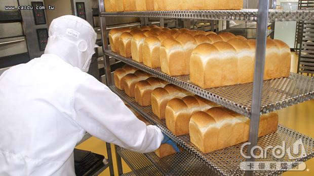 「阪急BAKERY」共有3大麵包品牌,以108元日幣的平價策略進攻市場,供應全日本通路(圖/卡優新聞網)