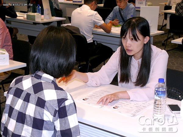 畢業季後社會新鮮人投入職場找工作,若是履歷自傳、應徵職務空白,容易失去面試機會(圖/卡優新聞網)